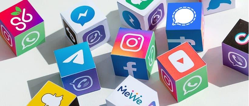 自去年起,網上已有聲音不滿社交平台Facebook廣告過多,並不滿其套用演算法以控制顯示內容。及後通訊軟件WhatsApp,又要求用戶同意WhatsApp與母公司Facebook共享用戶資訊,否則將刪號處理。此新措施引起了大量用戶不滿,激發一波「社交媒體移民潮」,有用戶直言憂慮私隱問題決定「轉會」。